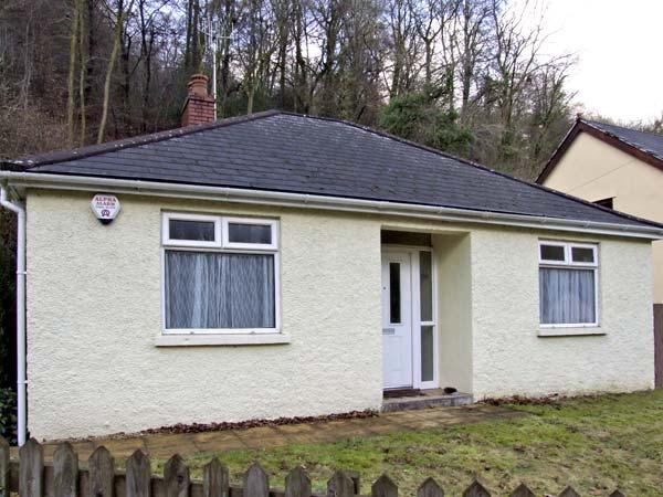 UNDERWOOD BUNGALOW, pet friendly, country holiday cottage, with a garden in Tintern, Ref 4511 - Image 1 - Tintern - rentals