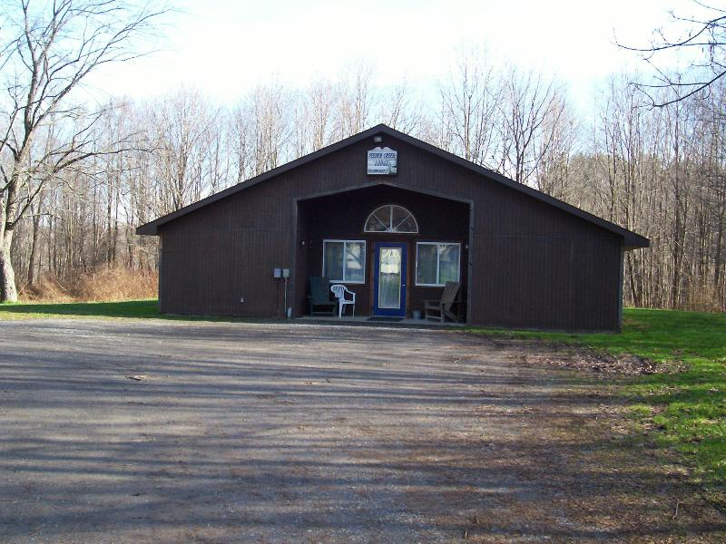 Feeder Creek Lodge - Accommodations in the heart of Salmon Country - Pulaski - rentals