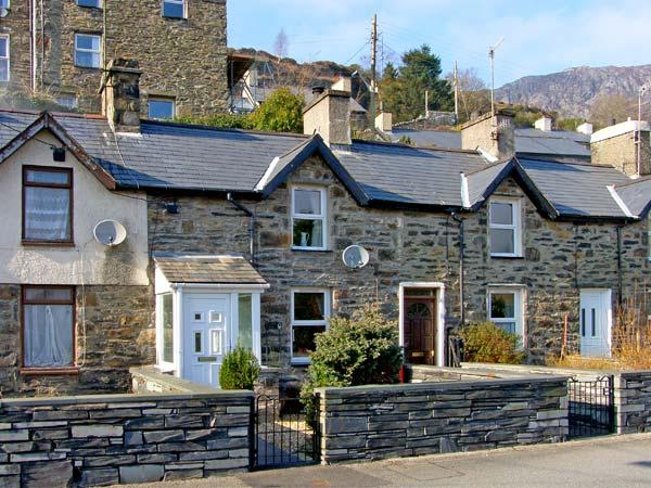 GLAN-YR-AFON COTTAGE, pet friendly, country holiday cottage, with a garden in Tanygrisiau, Ref 4537 - Image 1 - Tanygrisiau - rentals