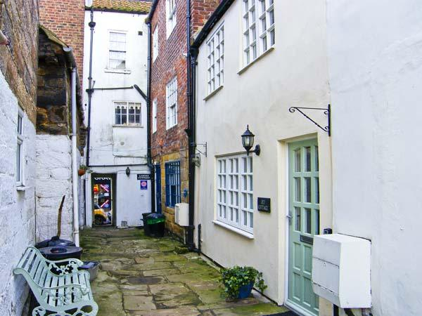JET COTTAGE, pet friendly, character holiday cottage in Whitby, Ref 5268 - Image 1 - Whitby - rentals