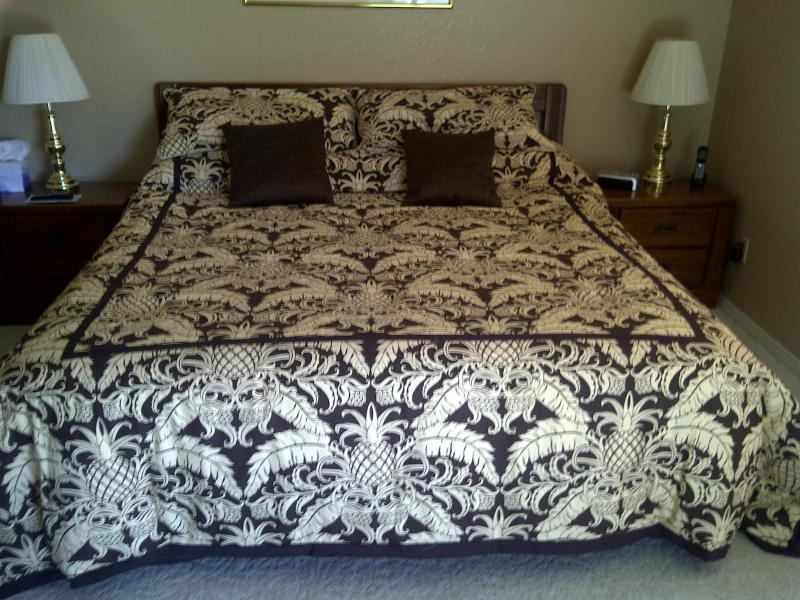 Master Bedroom - King - Center of Town, Quiet, Comfy Kings, Wi-Fi, Luxury - Branson - rentals