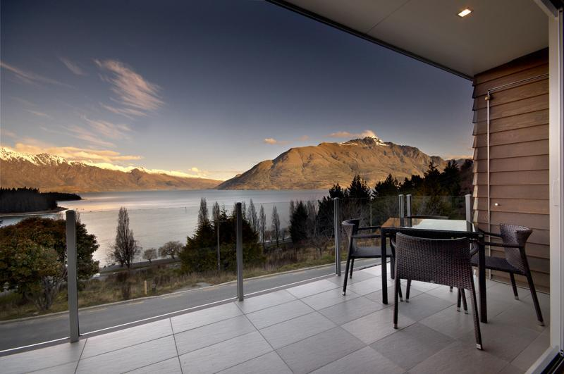 Your balcony - spectacular scenery - LakeRidge Condos - 3 bedroom lakeview apartments - Queenstown - rentals