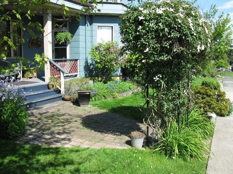 Entry, - Kiwi West Vacation Rental  A Cozy nest for two! - Port Angeles - rentals