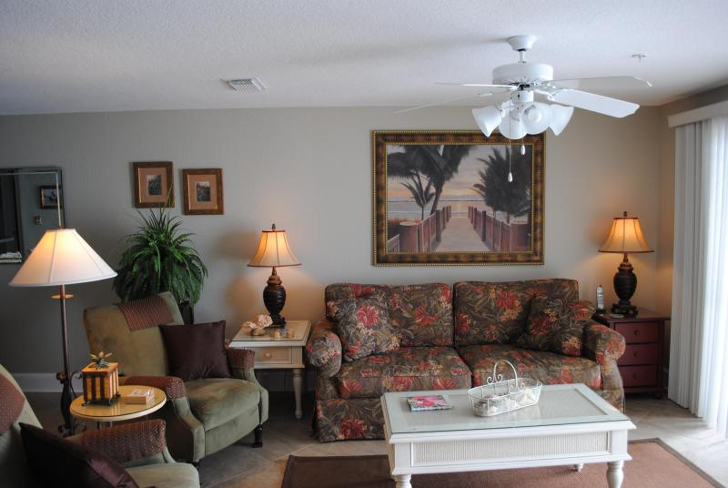 Living Room complete with comfortable chairs and flat screen TV with gorgeous beach view - Beach Front Beauty in Destin, FL Open 3/29-4/5/14 - Destin - rentals