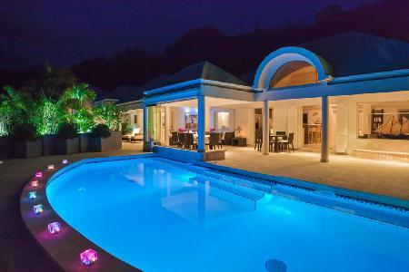 Extraordinary La Rose Des Vents offers a pool, jacuzzi, fitness room and staff - Image 1 - Grand Cul-de-Sac - rentals