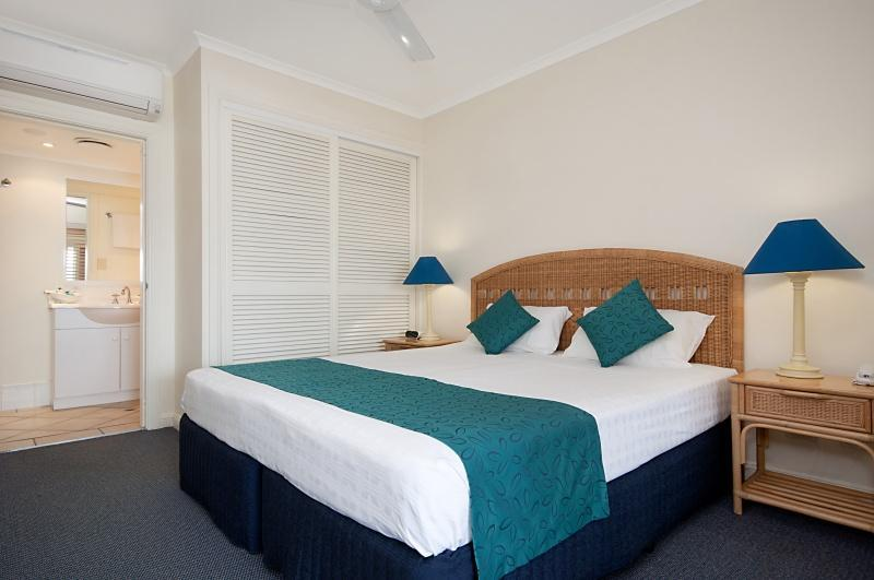 Bedroom to Ensuite - Macrossan House Boutique Holiday Apartments - Port Douglas - rentals