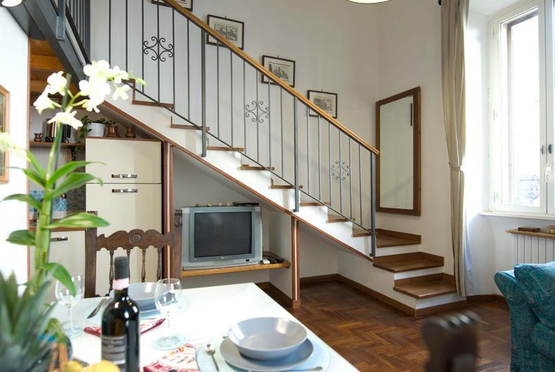 staircase to the night area - Studio 2-4 pax, WiFi, AC, shower Villa Borghese - Rome - rentals