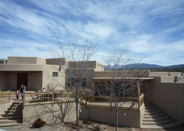 Spacious Home with Views - Near Plaza - luxury home offers views, fine furnishings, hot tub, firepalce.. - Santa Fe - rentals