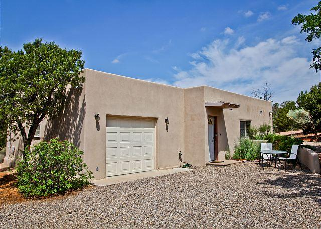 Spacious private Casita with King pillow top, full kitchen, hot tub, views... - Image 1 - Santa Fe - rentals
