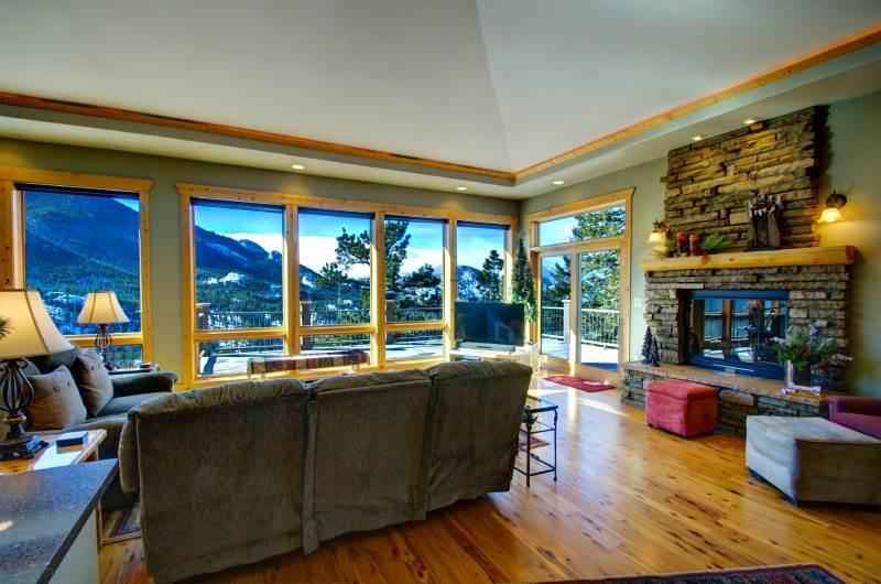 Almost Heaven at Windcliff, PANORAMIC Great Room & Deck VIEWS, Window Wall, Wildlife, Hot Tub, Lux Master Suite & Kitchen, Den - Image 1 - Estes Park - rentals