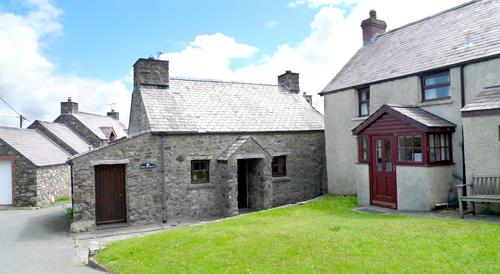 Pet Friendly Holiday Cottage - Hen Bwthyn, Mathry - Image 1 - Mathry - rentals
