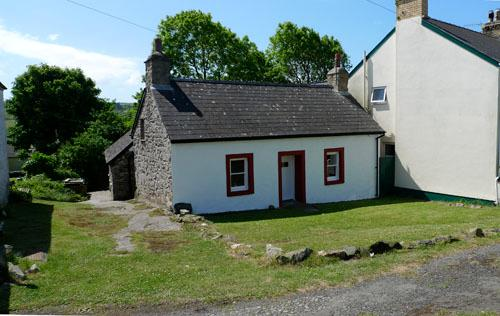 Pet Friendly Holiday Home - Ty Canol, Trefin - Image 1 - Trefin - rentals