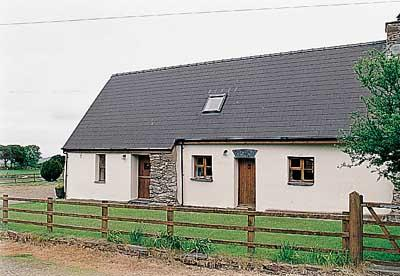 Pet Friendly Holiday Cottage - Siop Fach, Brynberian, Nr Newport - Image 1 - Newport - rentals