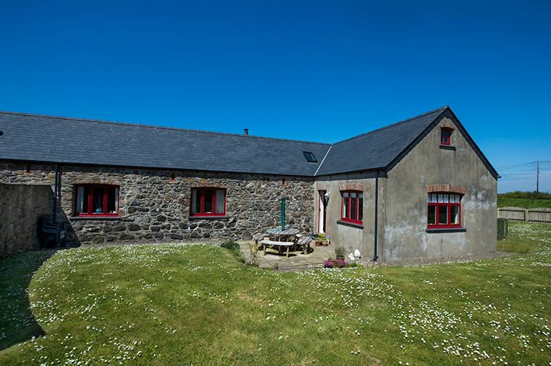 Five Star Pet Friendly Holiday Home - Swallows Rest, Croesgoch - Image 1 - Croesgoch - rentals