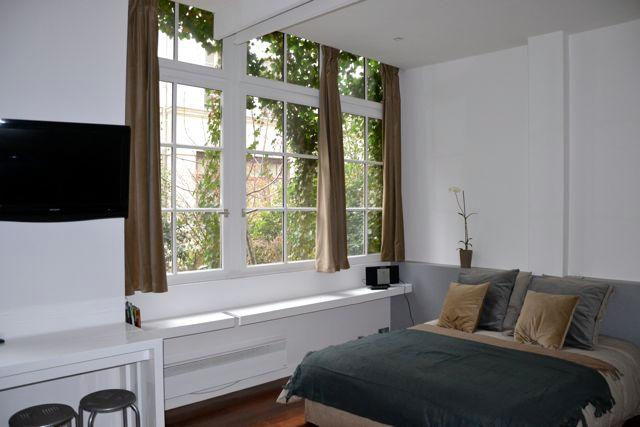 Queen size bed with matching tables and lamps; great natural lighting to terrace - 011 - Amelot Terrace Ground Floor - 3rd Arrondissement Temple - rentals