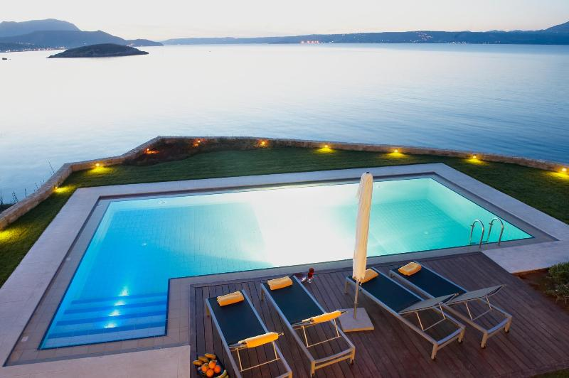 SK Place Almyra residence ..awe inspiring views - SK Place -Almyra sea front- ,private heated pool - Chania - rentals
