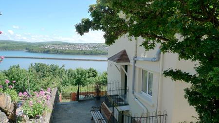 Pet Friendly Holiday Home - 2 New Hill Villas, Goodwick - Image 1 - Pembrokeshire - rentals