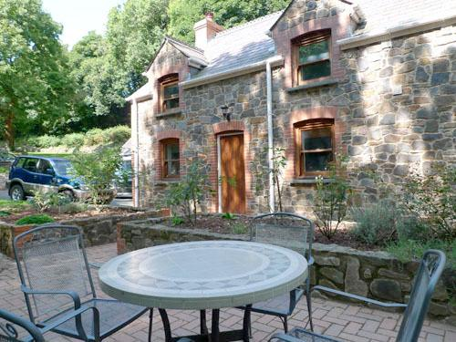 Child Friendly Holiday Cottage - The Anchorage, Sandy Haven - Image 1 - Pembrokeshire - rentals