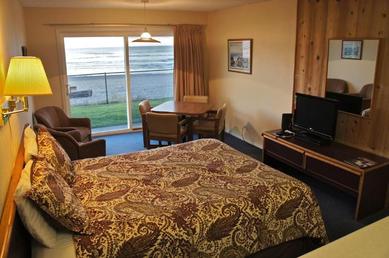 This oceanside suite features a queen bed and sliding glass doors that open right onto the beach. - Sea Gypsy oceanside unit with instant beach access - Lincoln City - rentals