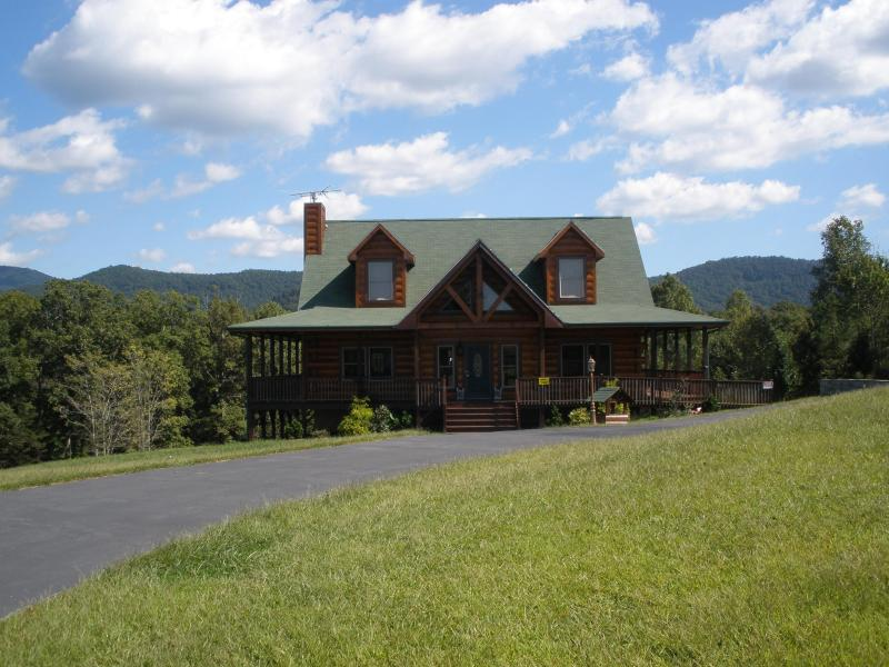 Close To Heaven & Everything Else - Blue Range Ridge Family Resort - Best Fall Deal - Lake Lure - rentals