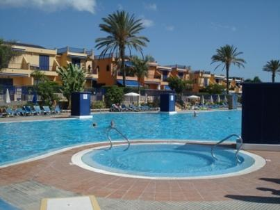 The pool and jacuzzi - 2, 3, 4 bed villas near beach in Meloneras - San Bartolome de Tirajana - rentals