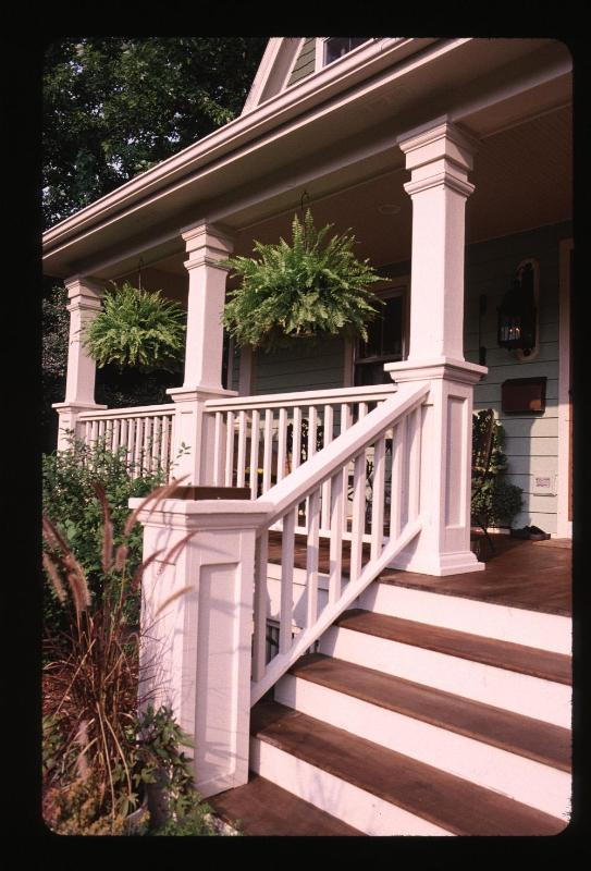 Front porch with views of the gardens - The Davis House, Landmarked 1892 Farm House - Glen Ellyn - rentals