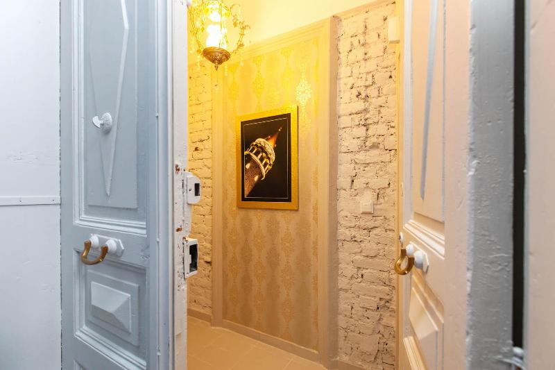 entrance - Galata 5Rm-4Bath-2kitchen for 12p 1min to istiklal - Istanbul - rentals
