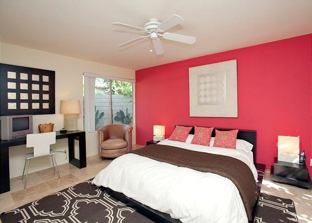 Master Bed - Retro Retreat ~ 15% off 5 night stay thru 8/28 - Palm Springs - rentals