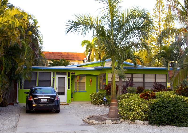 Lime Cottage Front - $200 OFF posted rates til Christmas @ Lime Cottage - Bradenton Beach - rentals