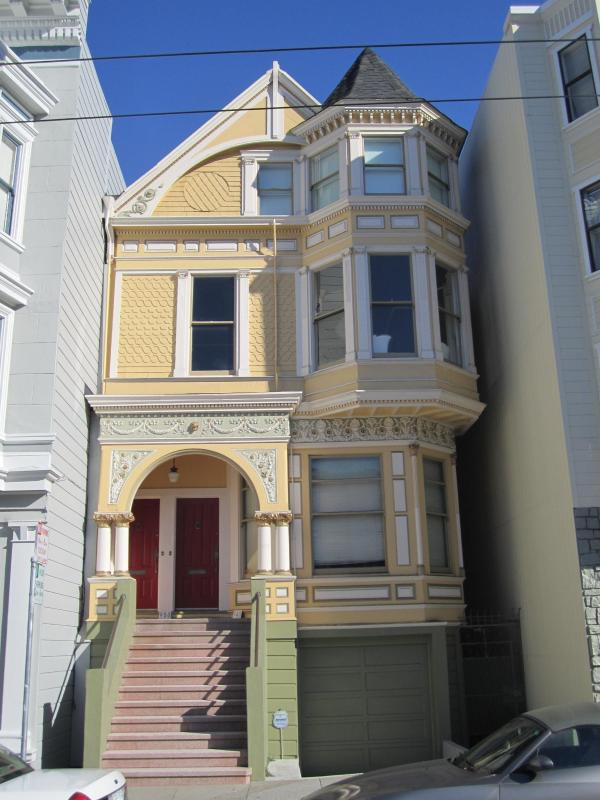 Exterior - The Painted Lady: Grand 1880 Queen Anne Victorian - San Francisco - rentals