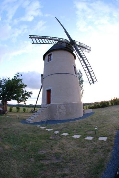 Moulin85 - A Beautiful 19th Century Windmill - Image 1 - Vendee - rentals