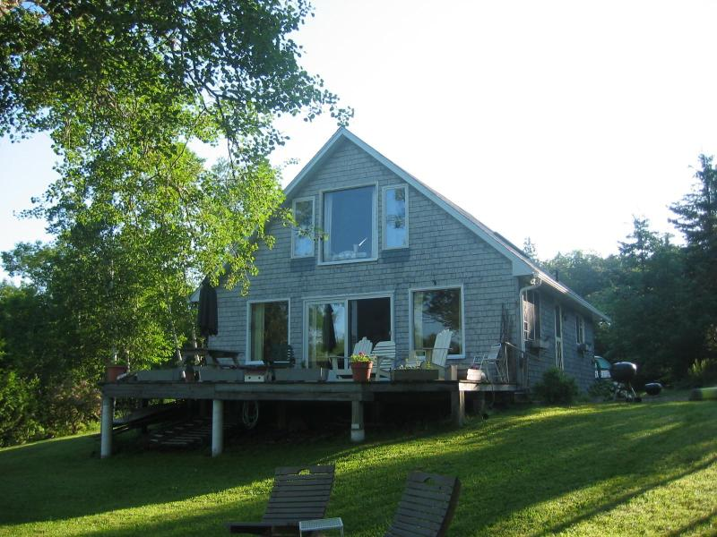 cottage seen from the water side - Waterfront in St. Andrews, New Brunswick, Canada - New Brunswick - rentals