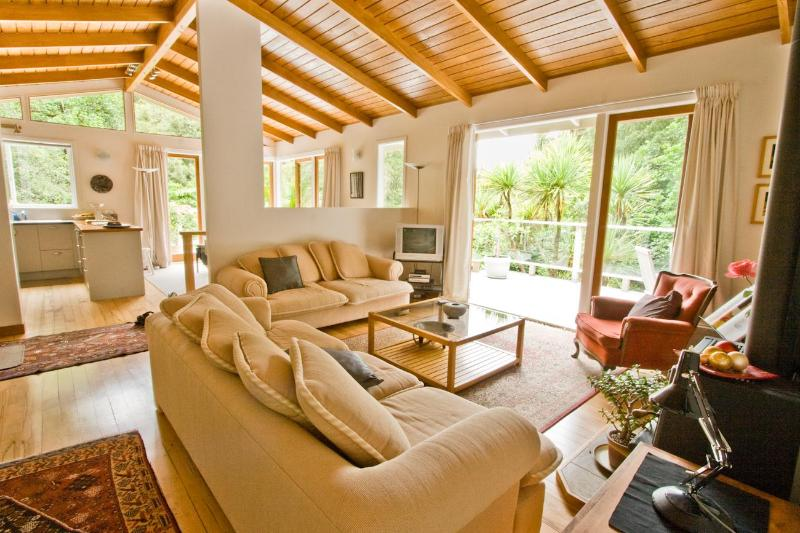 Open plan lounge through to dining and decks - City-Bush Retreat: Self-catering private apartment - Auckland - rentals
