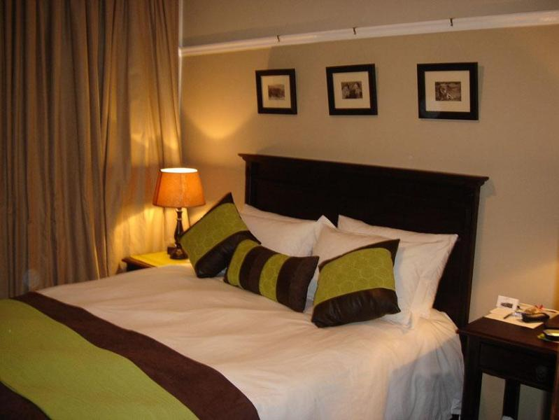 Hampton Court Guest House and Self-catering accom - Image 1 - East London - rentals