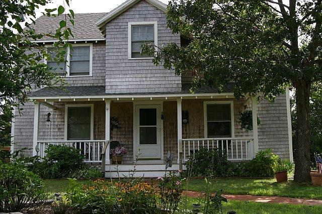 The Sunscape - Cozy 4 Bedroom Home in Oak Bluffs...sleeps 8! - Oak Bluffs - rentals