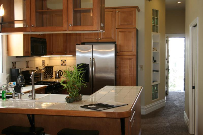 View of kitchen while standing in dining area - Casa Feliz WIFI, light, bright, sundeck & laundry - San Francisco - rentals
