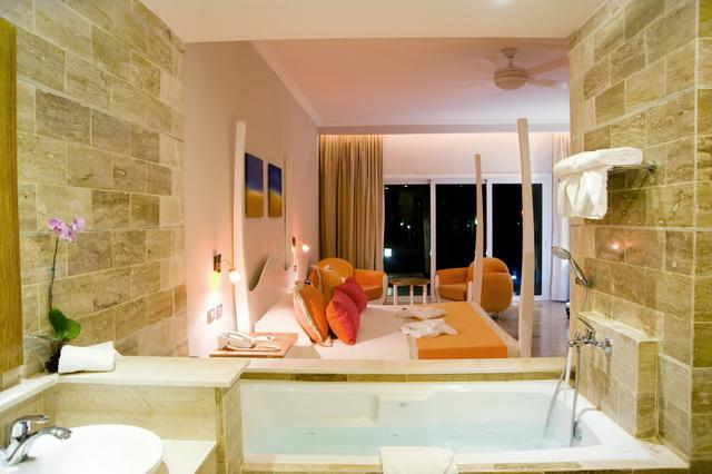 Jetted tub surrounded by travertine marble tiles + 4-poster king size bed - Bring your special someone...the rest is all-included. - Puerto Plata - rentals