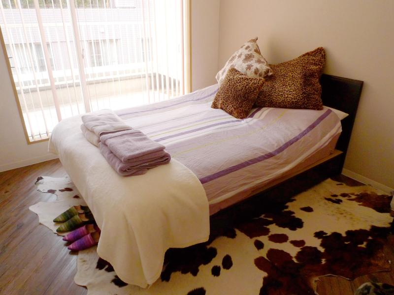 Master bed (double bed - sleeps 2) - Comfy apartment in Roppongi, Tokyo. - Tokyo - rentals