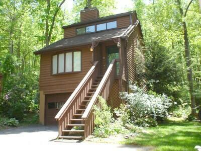 Luxury Dream Chalet set at the edge of a 33 acre woodlands in a quiet neighborhood right in-town - DREAM CHALET/Hot Tub/ King & Qu's/Massage Chair/FP - Asheville - rentals