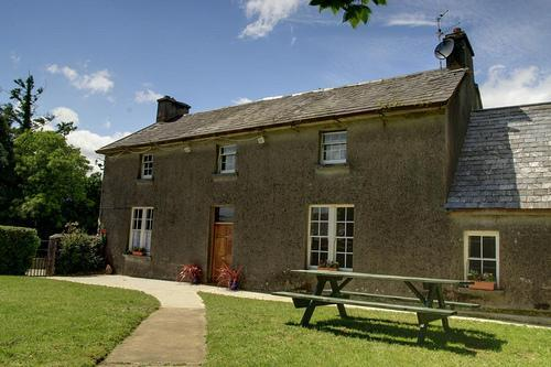 Nells Farm House with views of the Comeragh Mountains. All rooms on the ground floor - Nell's Farm House - County Waterford - rentals
