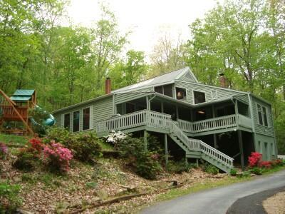 Secluded, yet right in-town, the MOUNTAIN LAUREL LODGE is nestled at the edge of an 80 acre forest - Secluded Lodge/HotTub/Kings/MassageChr/KidFriendly - Asheville - rentals