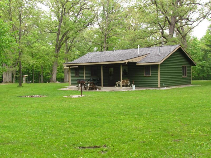 Illini Cabin outdoor photo - Kishauwau Cabins near Starved Rock Utica IL Illini - Utica - rentals
