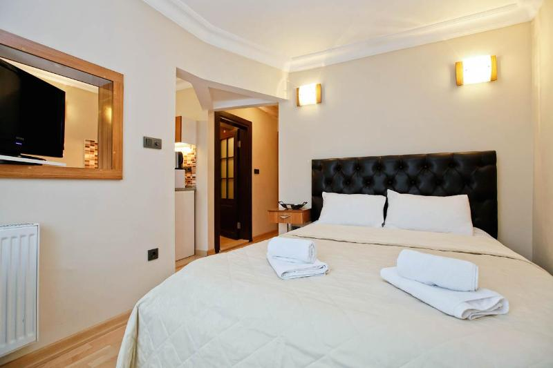 Cute studio 1step to İstiklal st w/balcony for 4pp - Image 1 - United States - rentals
