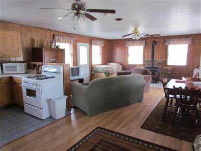 Trading Post living space, very roomy - Kishauwau Cabins near Starved Rock Utica IL T.P. - Utica - rentals