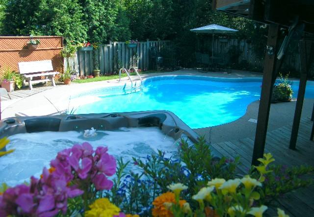 Creekside B&B. Out door pool / hot tub - Bed & Breakfast & Guest Suite nr Toronto & Niagara - Burlington - rentals