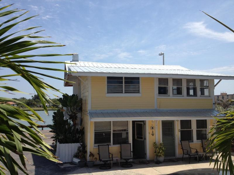 Cottage Gulf in front Intercoastal waters behind - Beach Cottage 3 bedroom - Indian Shores - rentals