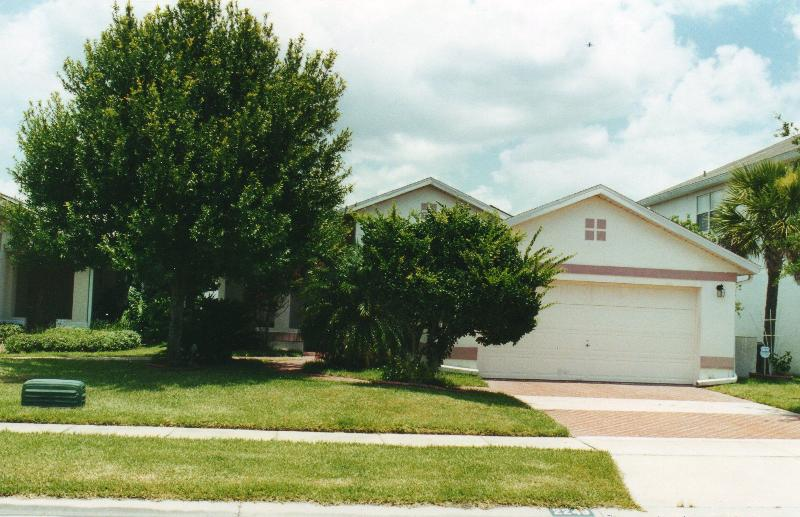 outside view of villa - 3 bed lake view villa/pool at heart of kissimmee - Kissimmee - rentals