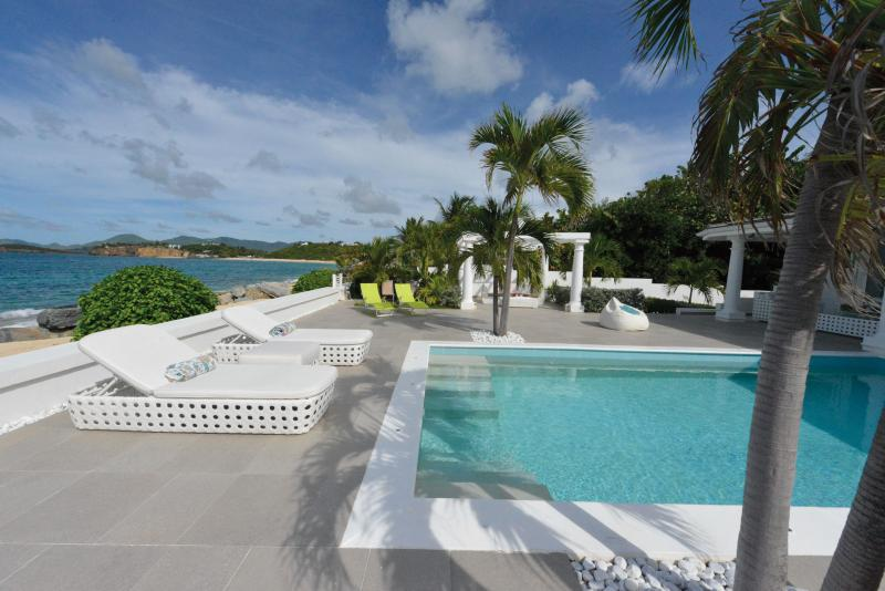 La Perla Bianca... Baie Rouge Beach, St Martin 800 480 8555 - LA PERLA BIANCA....dazzling new beachfront love nest, very special indeed! - Baie Rouge - rentals