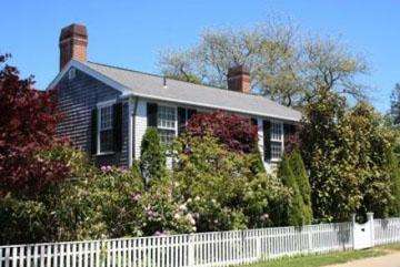 1592 - ENGLISH COUNTRY STYLE HOME THAT EMBRACES AUTHENTIC VINEYARD LIFE - Image 1 - Edgartown - rentals