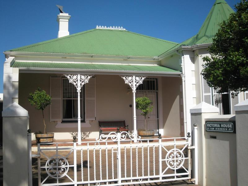 Victoria House from the outside - VICTORIA HOUSE & APARTMENTS - Self-catering - Stellenbosch - rentals